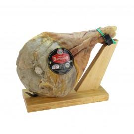 Jambon de Bayonne IGP à l'Os sur un support à jambon